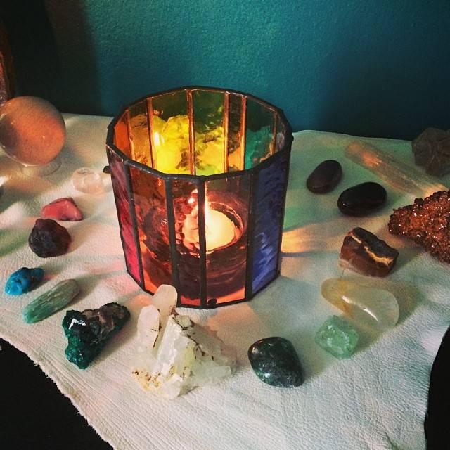 Simple Ritual: Chakra Altar creation & meditation