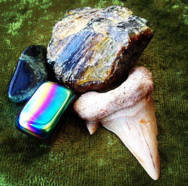 Gem Stone and Fossil Discovery Set - Perfect learning kit for your little one