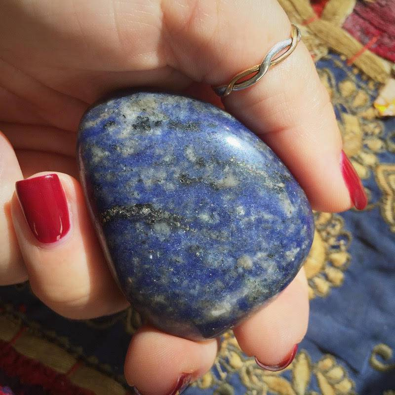 Juicy Sodalite - The Dreamcatcher Stone - for peaceful sleep