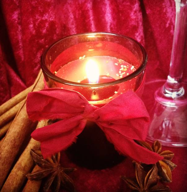 MULLED WINE Votive with Garnet Gemstone and Five Spice Powder - for holiday magic