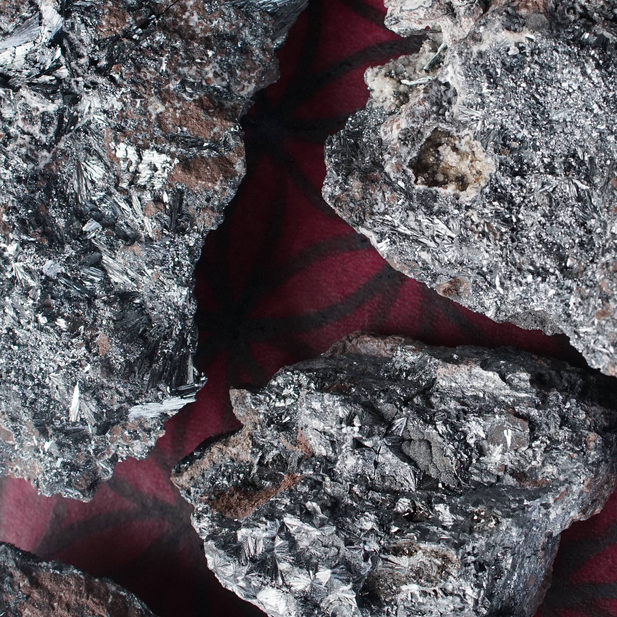 pyrolusite stones