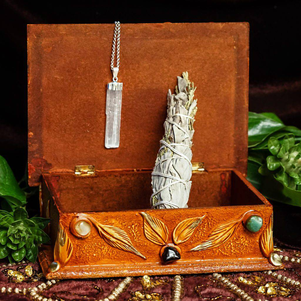 spirit vine box with white sage and selenite pendant