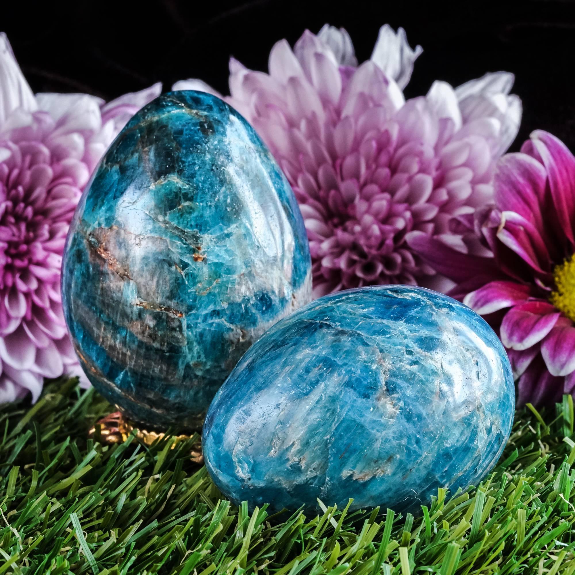 Blue apatite eggs