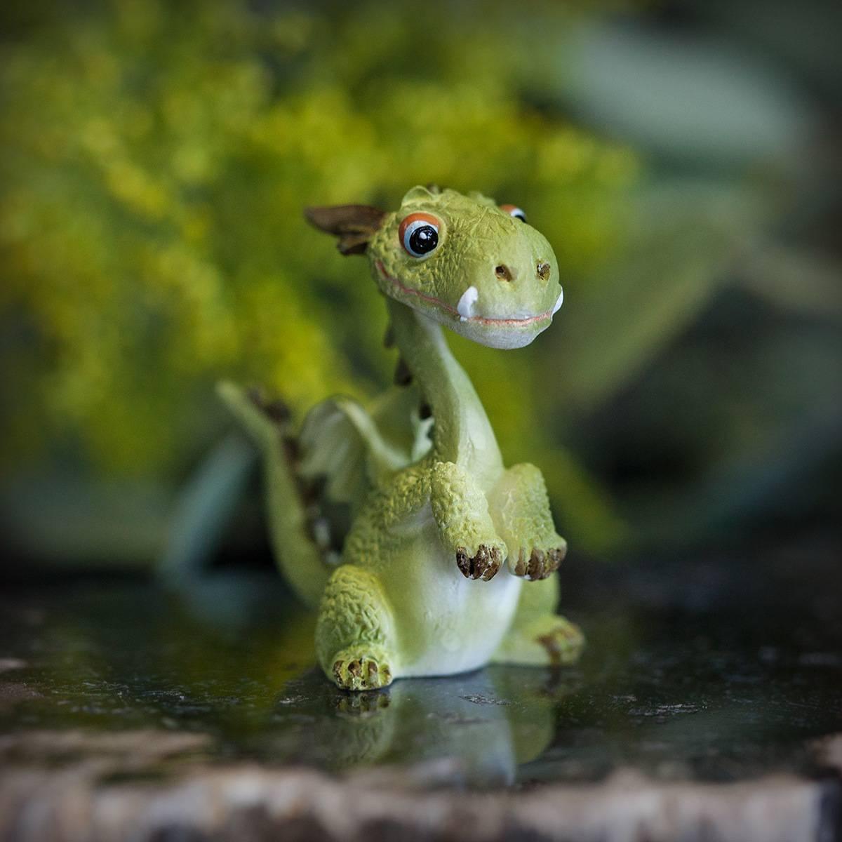 Mini Dragon statuette