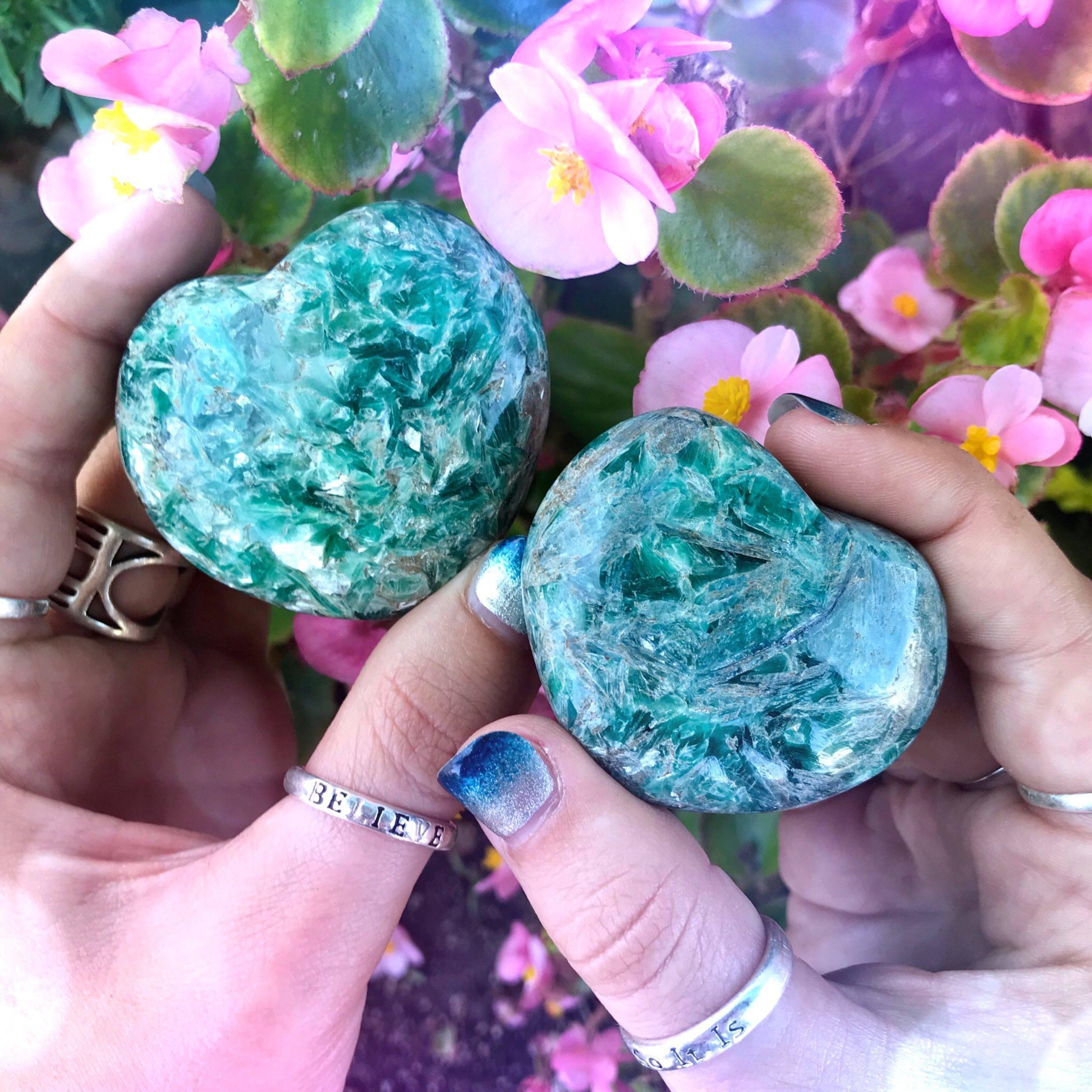Green_Kyanite_Heart_1of3_8_23