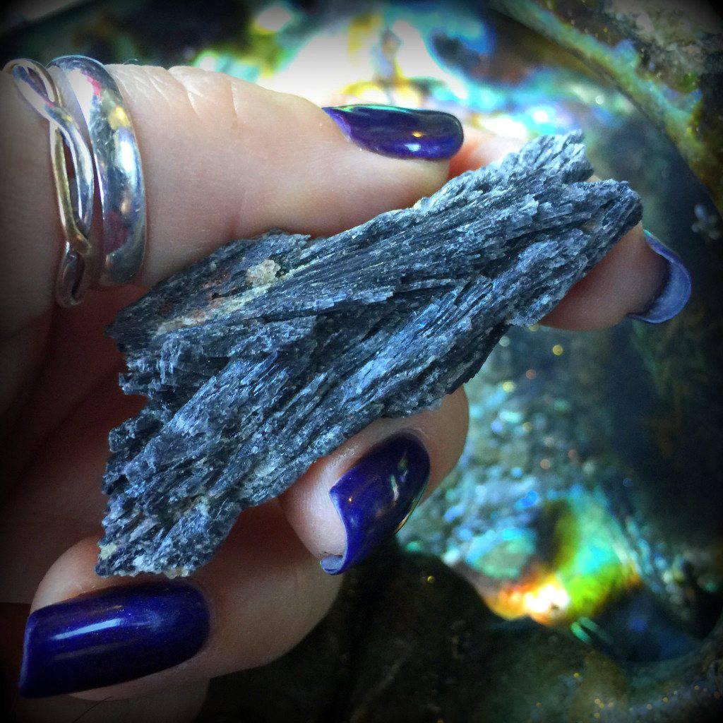 small-black-kyanite-1024x1024