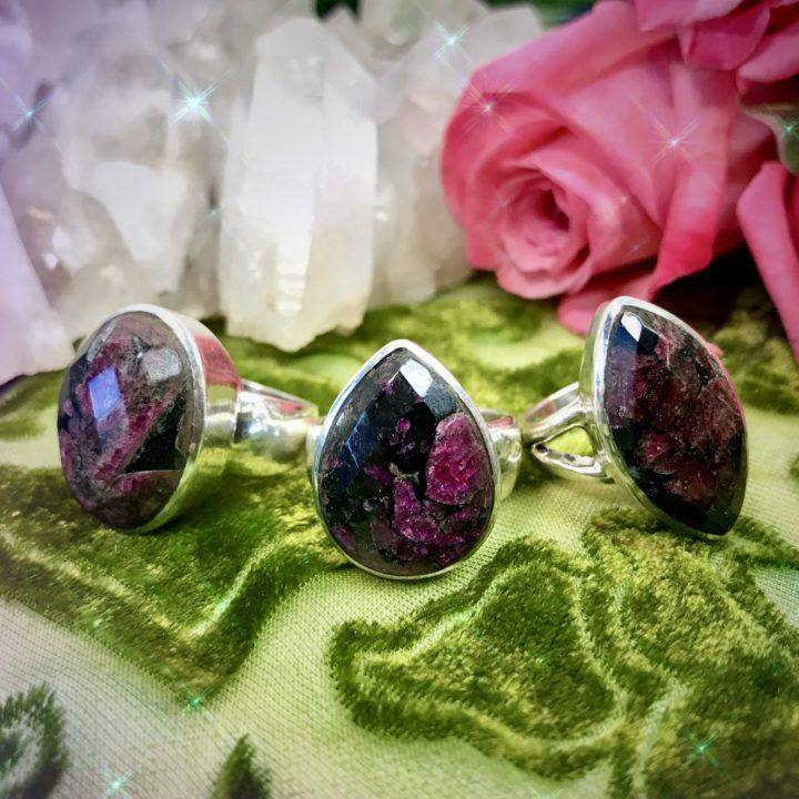 Faceted_Eudialyte_Rings_1of3_3_21