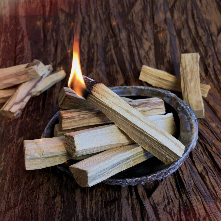 Palo_Santo_Smudging_Sticks_3of3_4_16