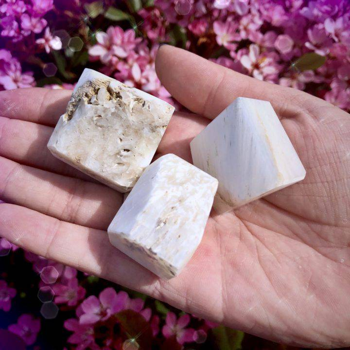 Scolecite_Ascension_Cubes_for_a_clear_channel_to_the_Higher_Realms_2of3_4_7