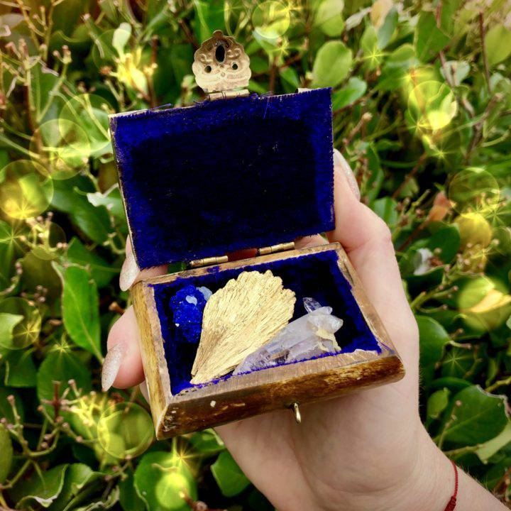 Surprise_Magical_Treasure_Boxes_with_Rare_Gemstone_Trio_2of4_7_7
