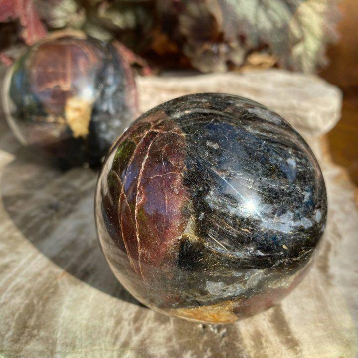 Arfvedsonite with Garnet Manifestation Spheres
