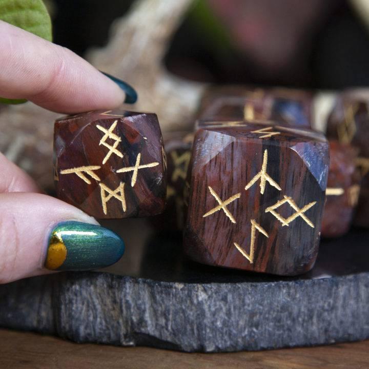 Petrified Wood Rune Dice