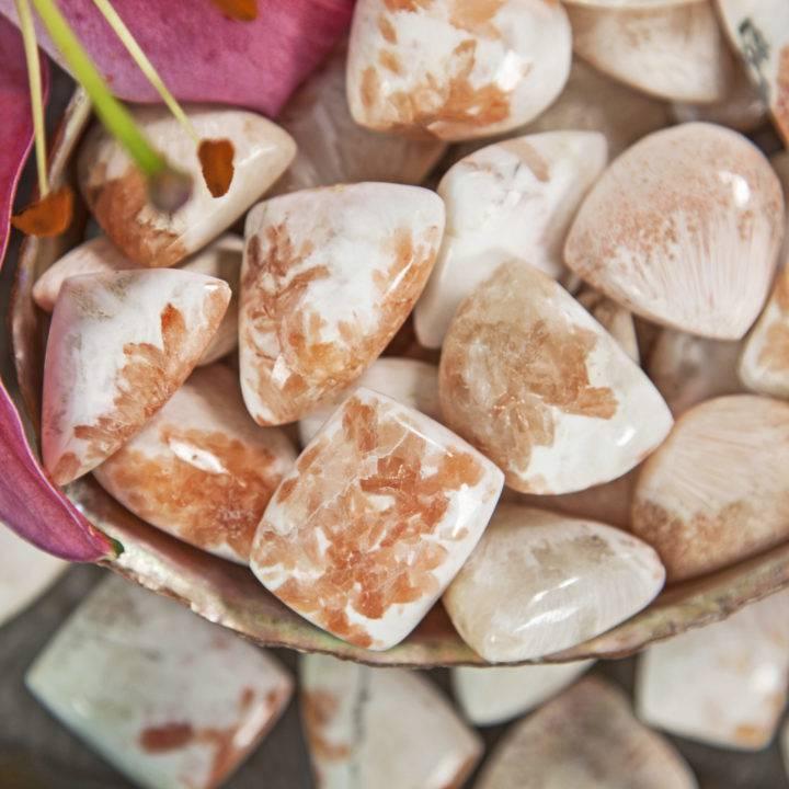 Tumbled Scolecite with Peach Stilbite