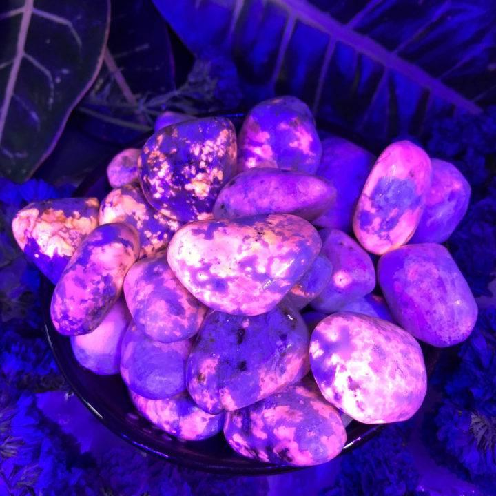 Tumbled Fluorescent Hackmanite
